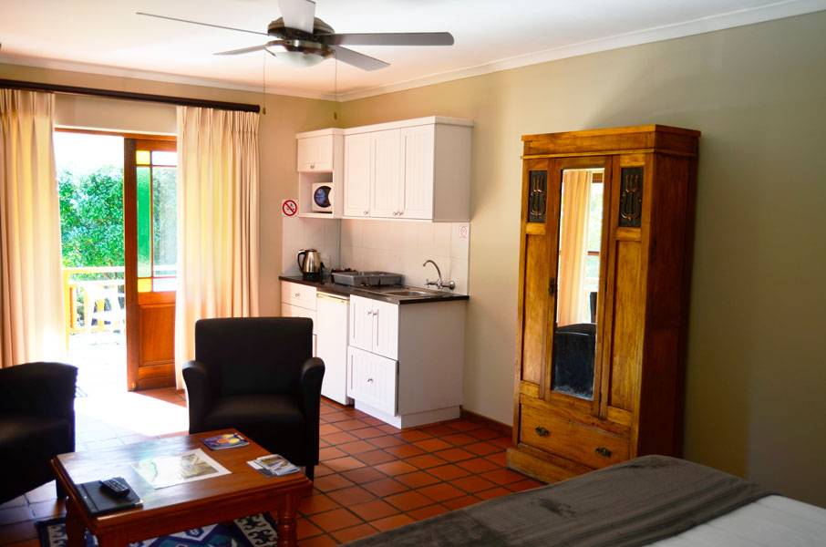 Robin's Nest Self Catering Guest House, Room 1, Kitchenette